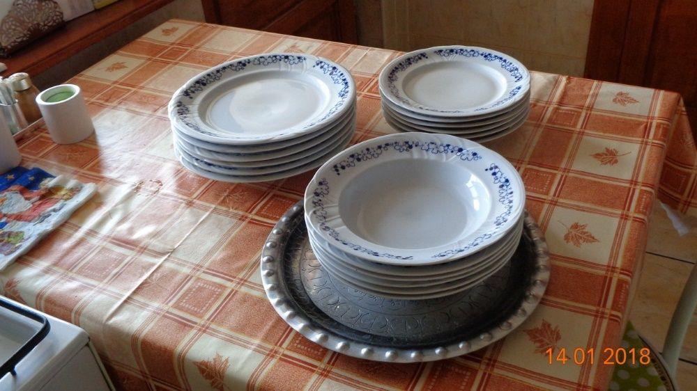 Set farfurii cu margine albastra