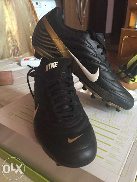 Vând adidasi Nike nefolosiți