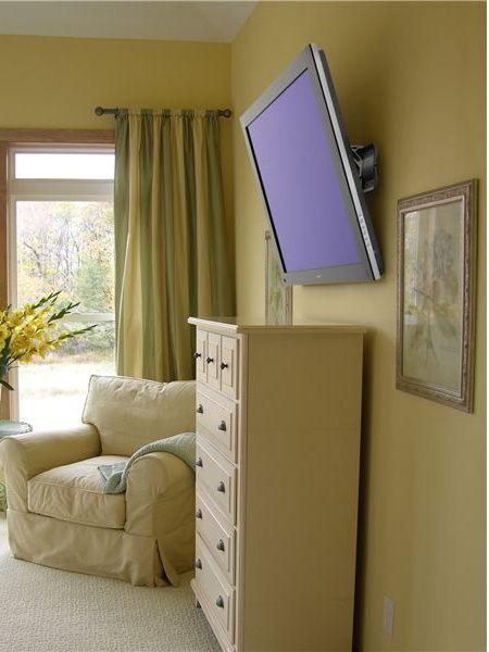 Навеска кронштейна телевизора. Навесить телевизор на стену.