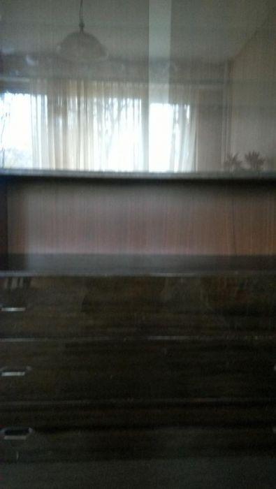 Секция със стъклени витрини