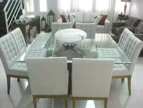 Loja mobilhas esta a comerçializar mesa de 6 cadeiras.