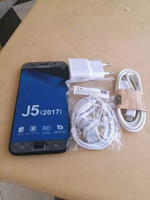 Samsung Galaxy J5 disponível