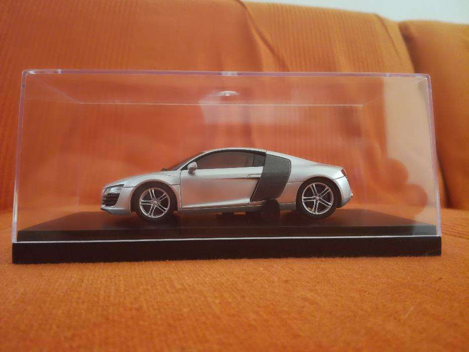 Vand macheta Audi R8 scara 1 43