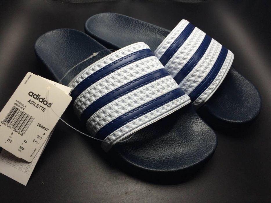 e7452760dc4 Chinelos Adidas Adellite Azul e Branco De Brilho ao teu Samsung Alto-Maé -  imagem