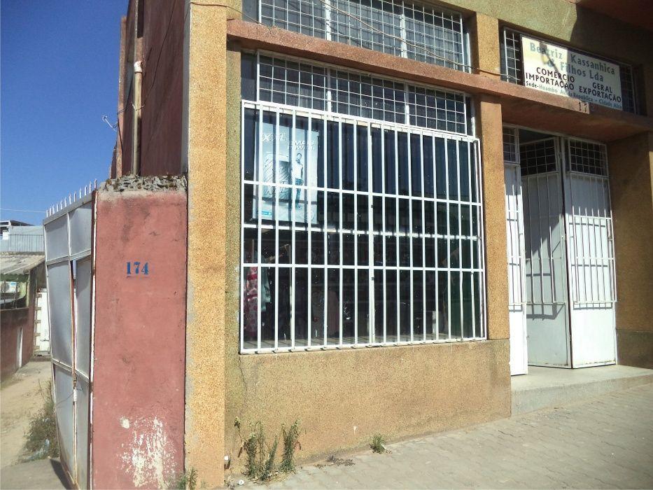 Arrenda-se esta loja na cidade baixa do Huambo - Rua Mariano Machado