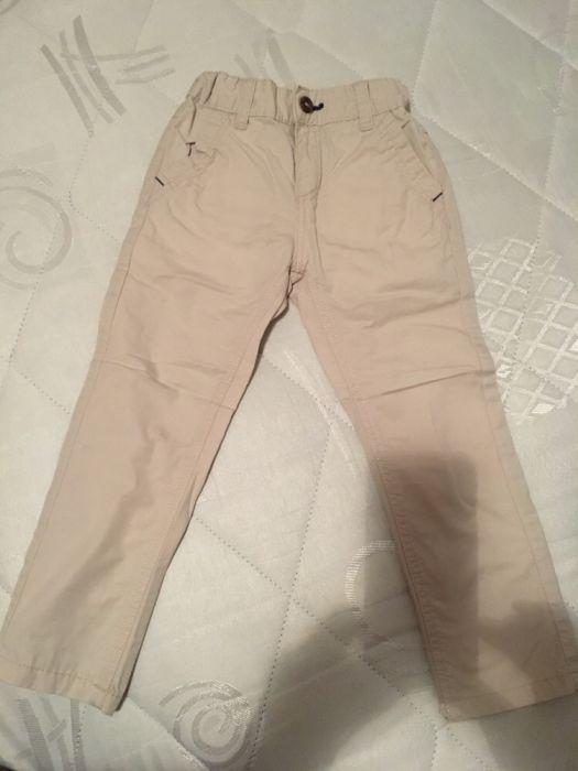 Pantaloni crem, firma Z, 4 ani