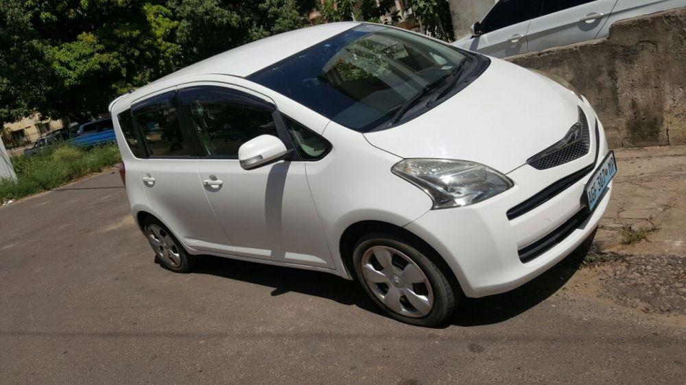 Toyota Ractis Branco recentemente Importado