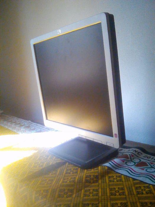 A venda Monitor HP 17 Polegadas