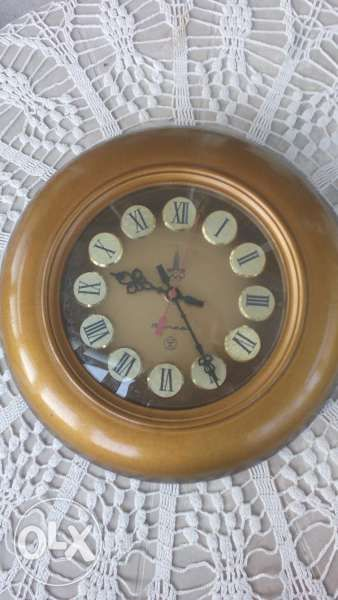 Стар стенен часовник - електро-механичен