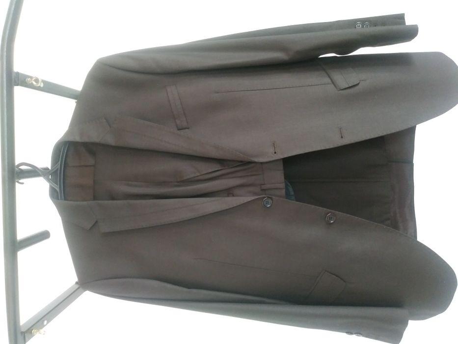 Продам мужской костюм с брюками. Стильный. Цвет коричневый