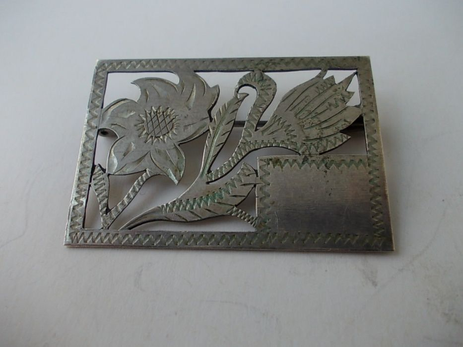 Brosa veche din argint flori C