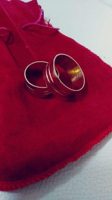 Vende-se aneis de ouro maciço