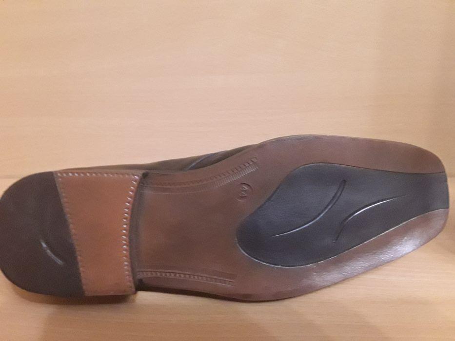 Vand pantofi barbatesti