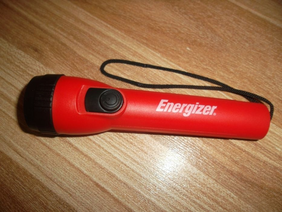 VAND lanterna cu led ENERGIZER ( +baterii noi ), in stare impecabila !