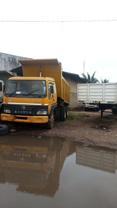 Vendo camia basculante 16 metros cubicos eicher semi novo