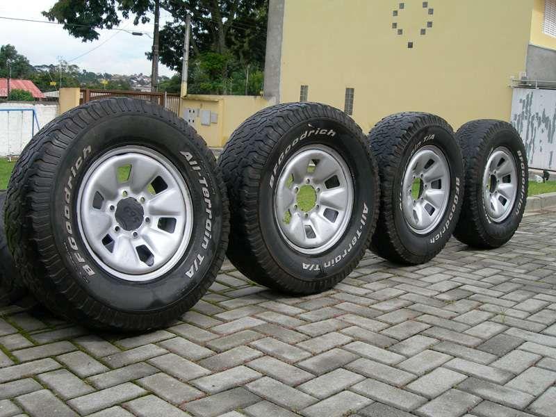 Vendo jogo de pneus novos para D4D