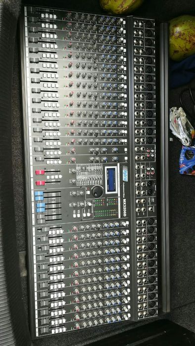 Mesa de som de 26 canais a venda