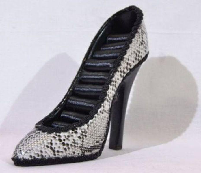 Suport pentru inele - in forma de pantof (culoare: gri)