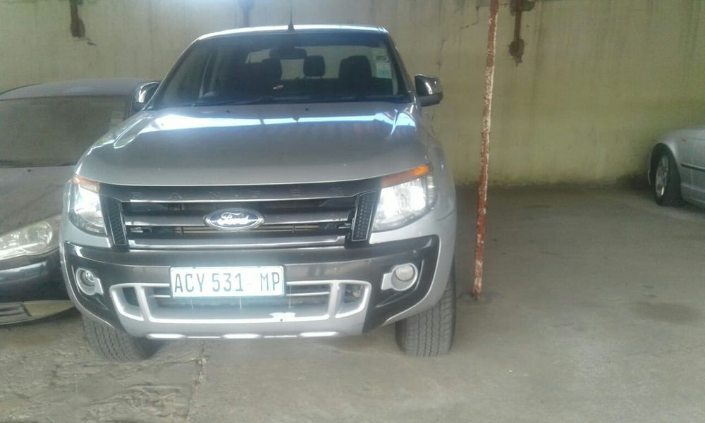 Vende se Ford Renger motor 2'2 valor 950,000 aproveita Malhangalene - imagem 1