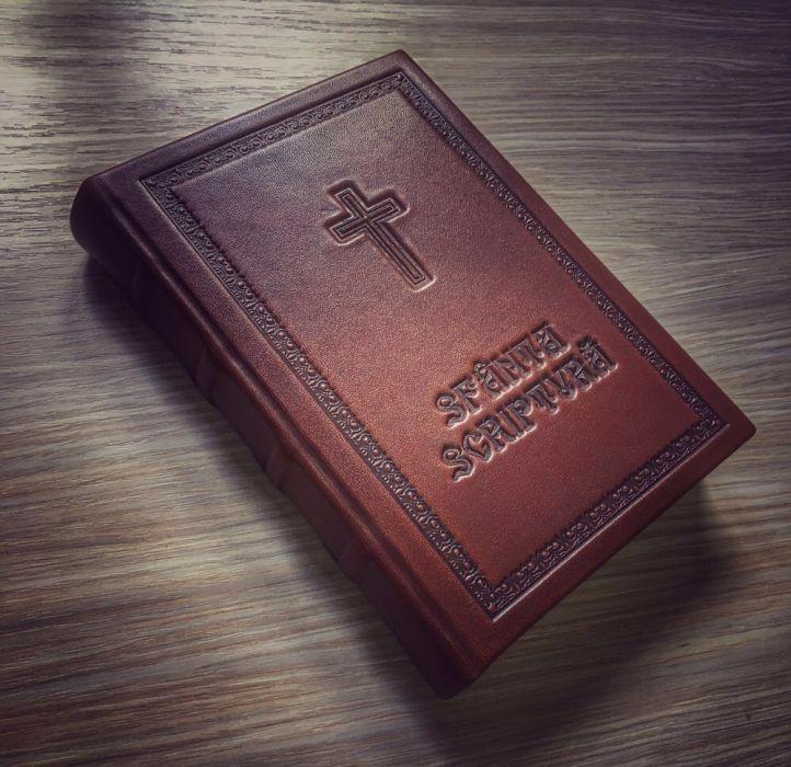 Legatorie: Biblia, Liturghier, Carte de rugăciuni, Noul Testament