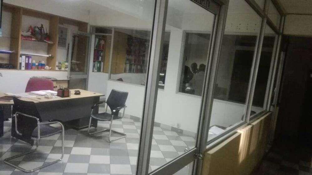 Armazem 3wc, 7 escritorios, AV. Mocambique 5000m²