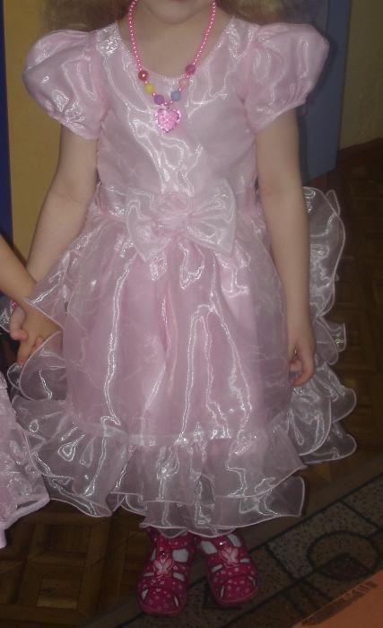 Платье розовое на 4 годика