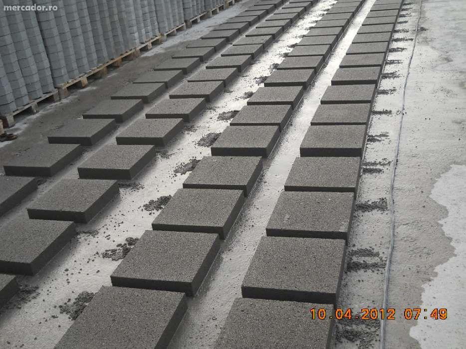 Dale din beton armat 40x40x8 cm