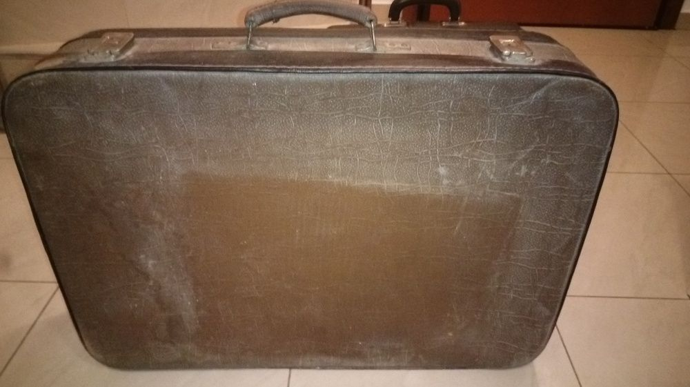 Куфар ретро и медицинска чанта