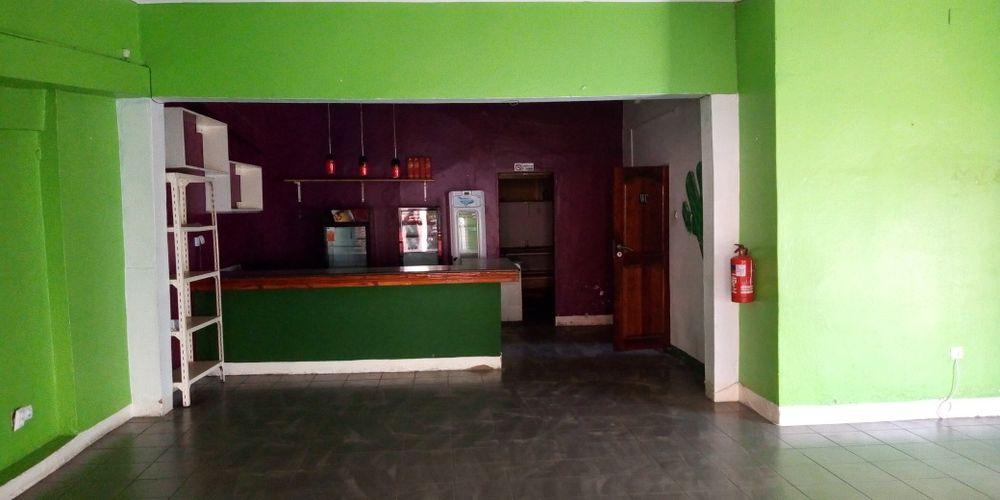 Arrenda-se para um restaurante na féria popular de Maputo /Snak bar