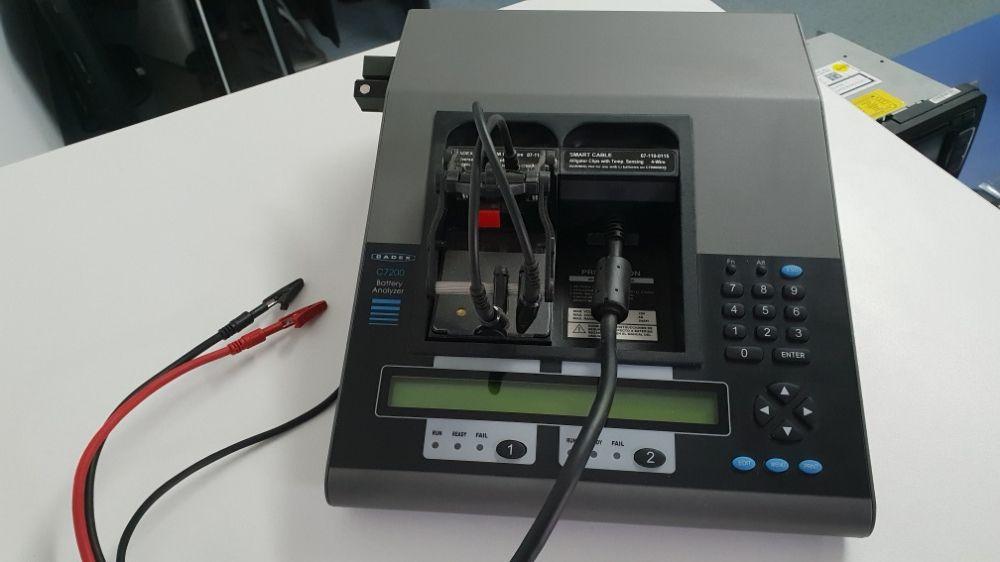 Tester analizator acumulatoare telefoane baterii cadex c7200