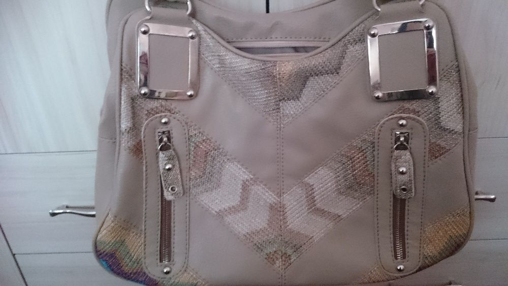 Голяма ежедневна дамска чанта с две дръжки