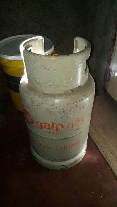 Botija 11kg selada com gás. Tenho mais botijas a venda