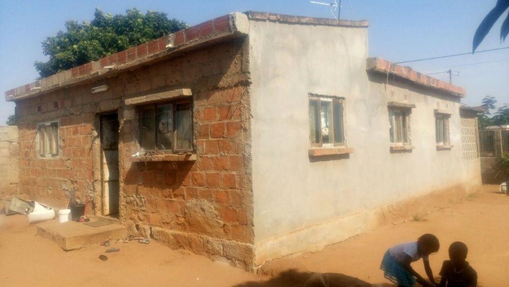 Vende-se uma casa Tipo 3 com dependencia Tipo 1 em Malhampsene