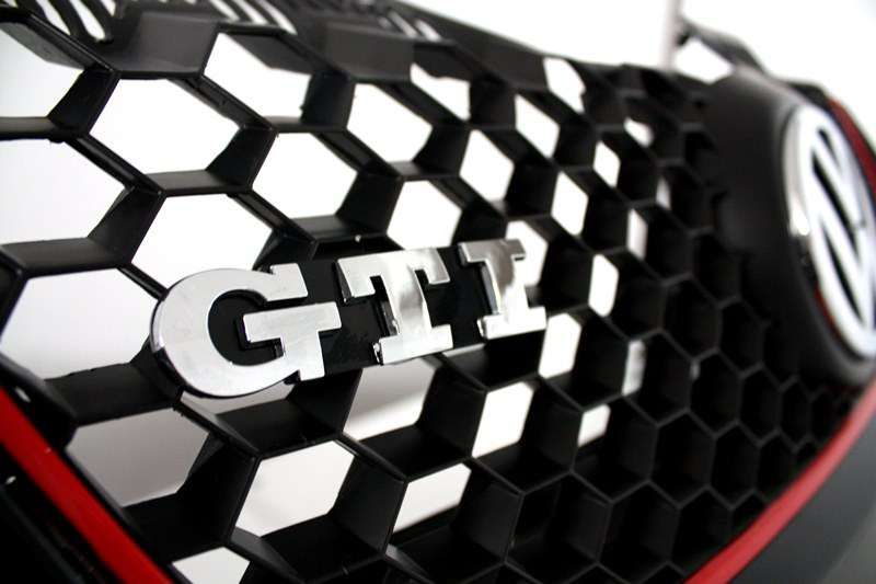 Bara fata Golf 5 GTI + Proiectoare + Emblema VW + GTI - Produs NOU -