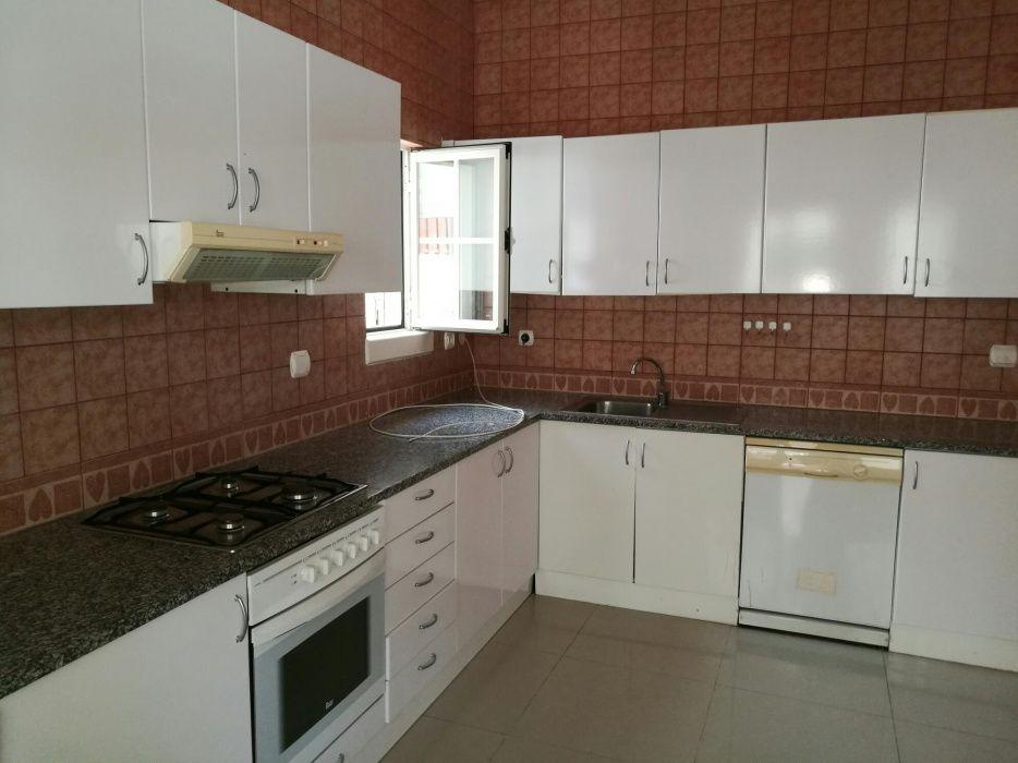 Aluga-se ou vende-se vivenda condomínio cajueiro em talatona