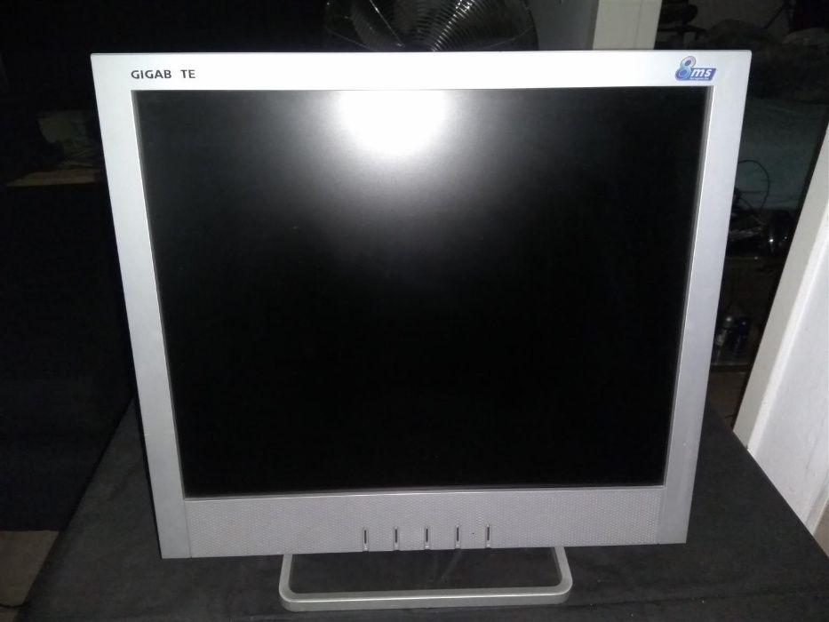 Monitor LCD GigaByte 17'