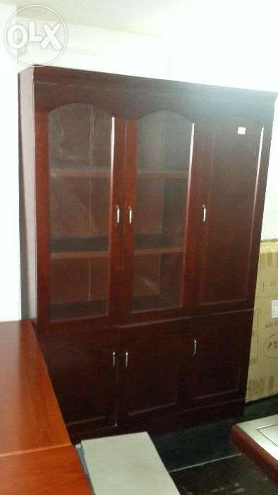 armário executivo para arkivos. com guafdafato para casacos.
