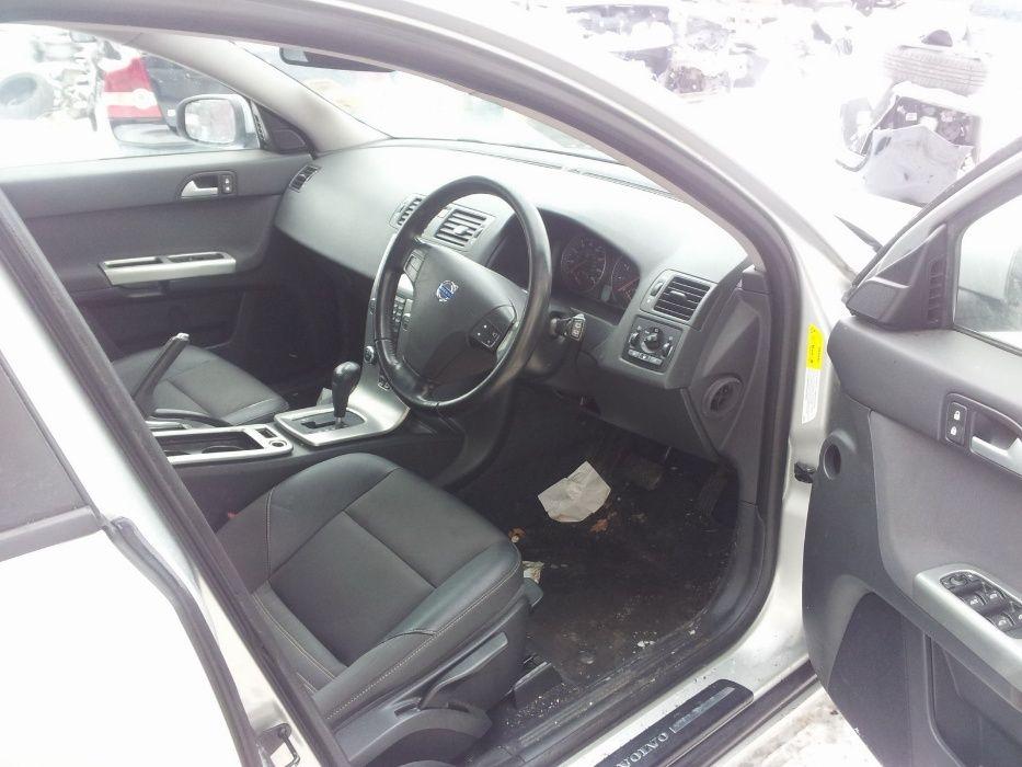 Dezmembrez VOLVO V50 Diesel si Benzina Model Facelift 2007-2012 Falticeni - imagine 5