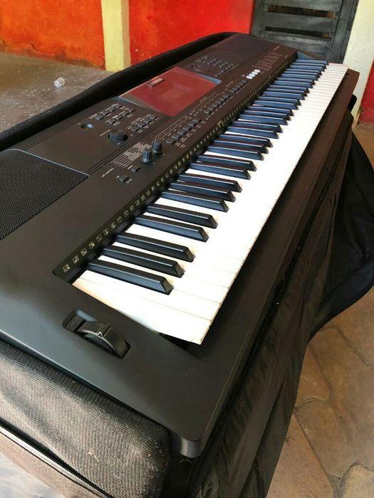 Piano Yamaha PSr ew400