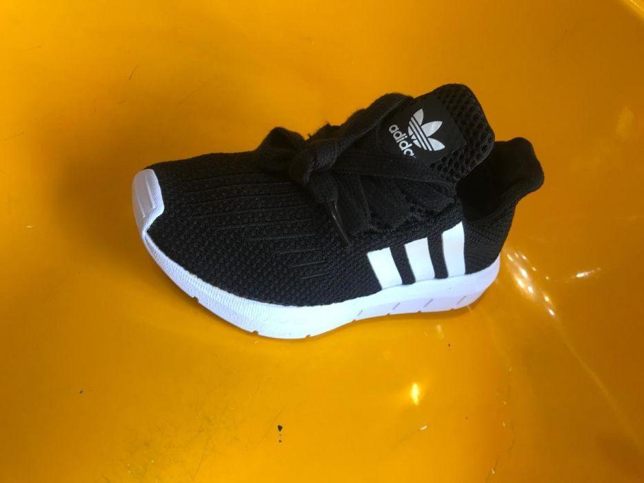 Sapatilhas Adidas pra crianças