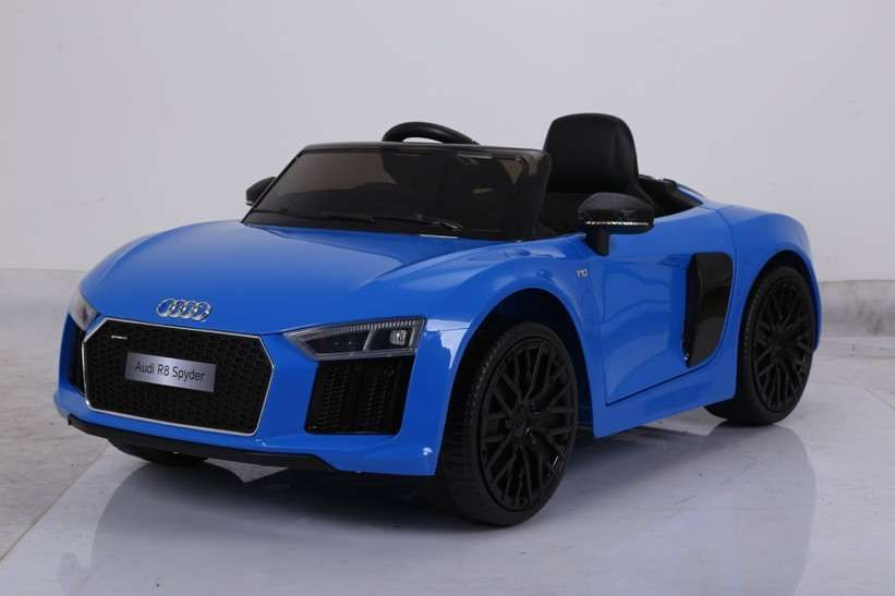 Masinuta electrica pentru copii Audi R8