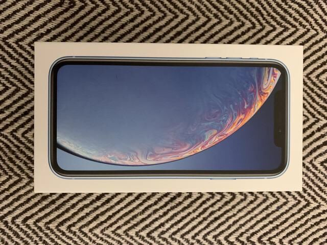 iPhone XR 64GB novo selado