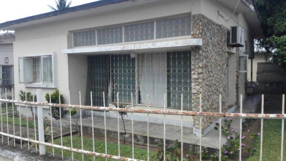 vende-se casa t3 no centro da cidade de inhambane