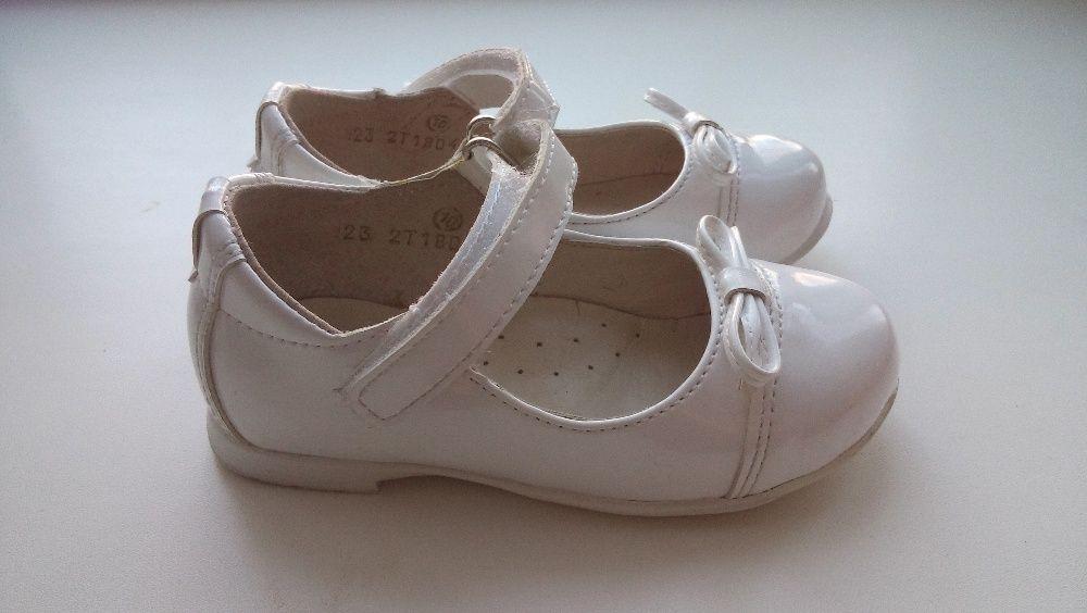 Продам Белые нарядные туфли Юничел, 23 размера