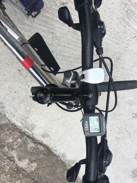Vând bicicleta cu suspensi