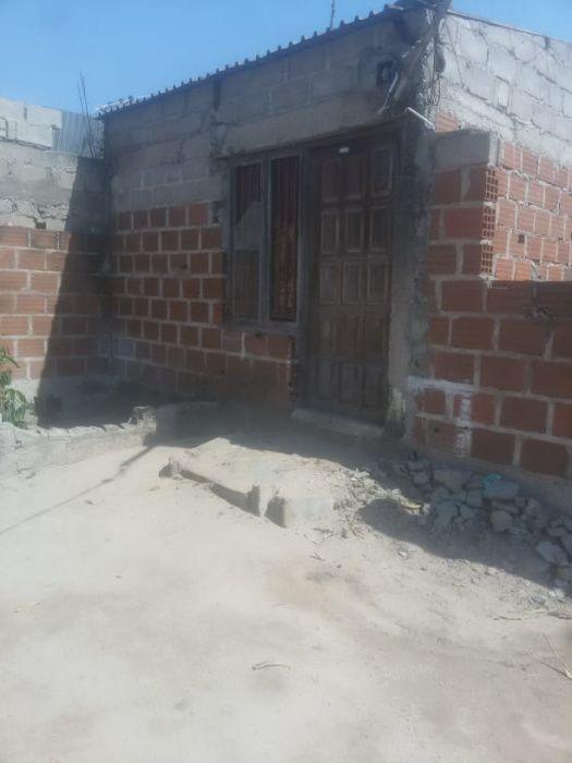 Transpasse de terreno na Matola 700 com dependência - Valor emAberto