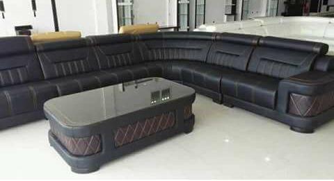 Sofá com mesa de centro novo a venda