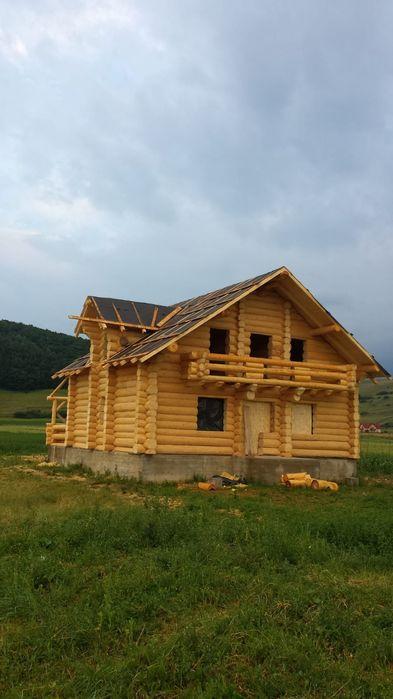 Cabane din lemn rotund, case din lemn masiv, terase, foisoare