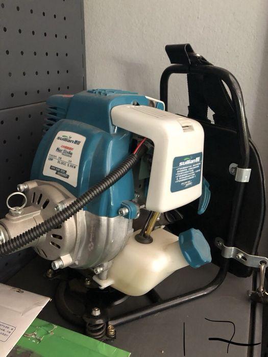 Máquina de cortar relva (jardins)