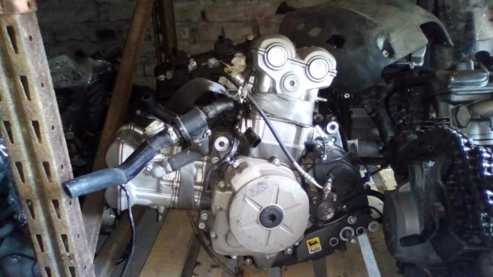 двигател за мотоциклет априлия дорсодуро(Aprilia Dorsoduro 750)